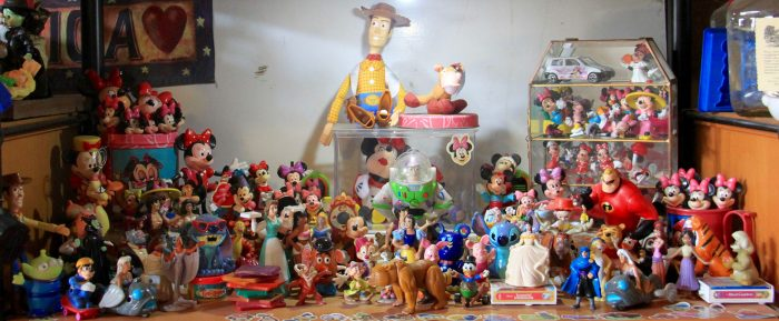 Dept. 06-D A small collection of Disneyana, such to be an embarrassment to any true fan.